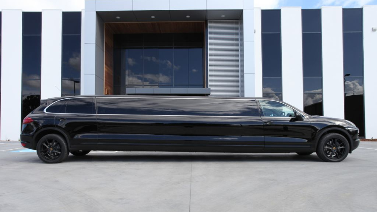 dream limousines porsche limo hits the streets. Black Bedroom Furniture Sets. Home Design Ideas